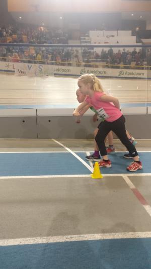 Julia bij de start van de 600m