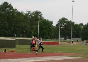 Femke wierp 42.99 meter