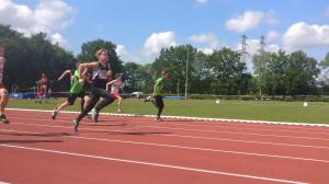 Sven in actie tijdens de 80m