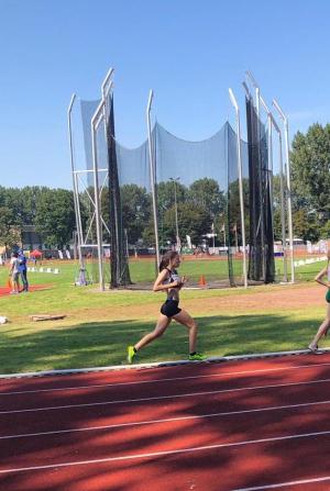 Celine tijdens de 1500 meter