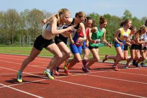 Start van de 300m met Lisanne en Laurien