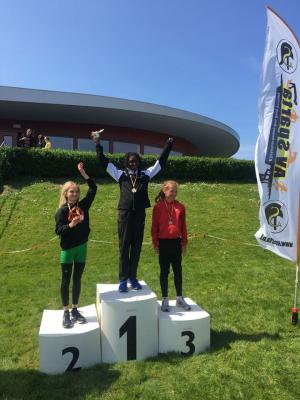 Ruby Jansen viert haar overwinning in Den Haag